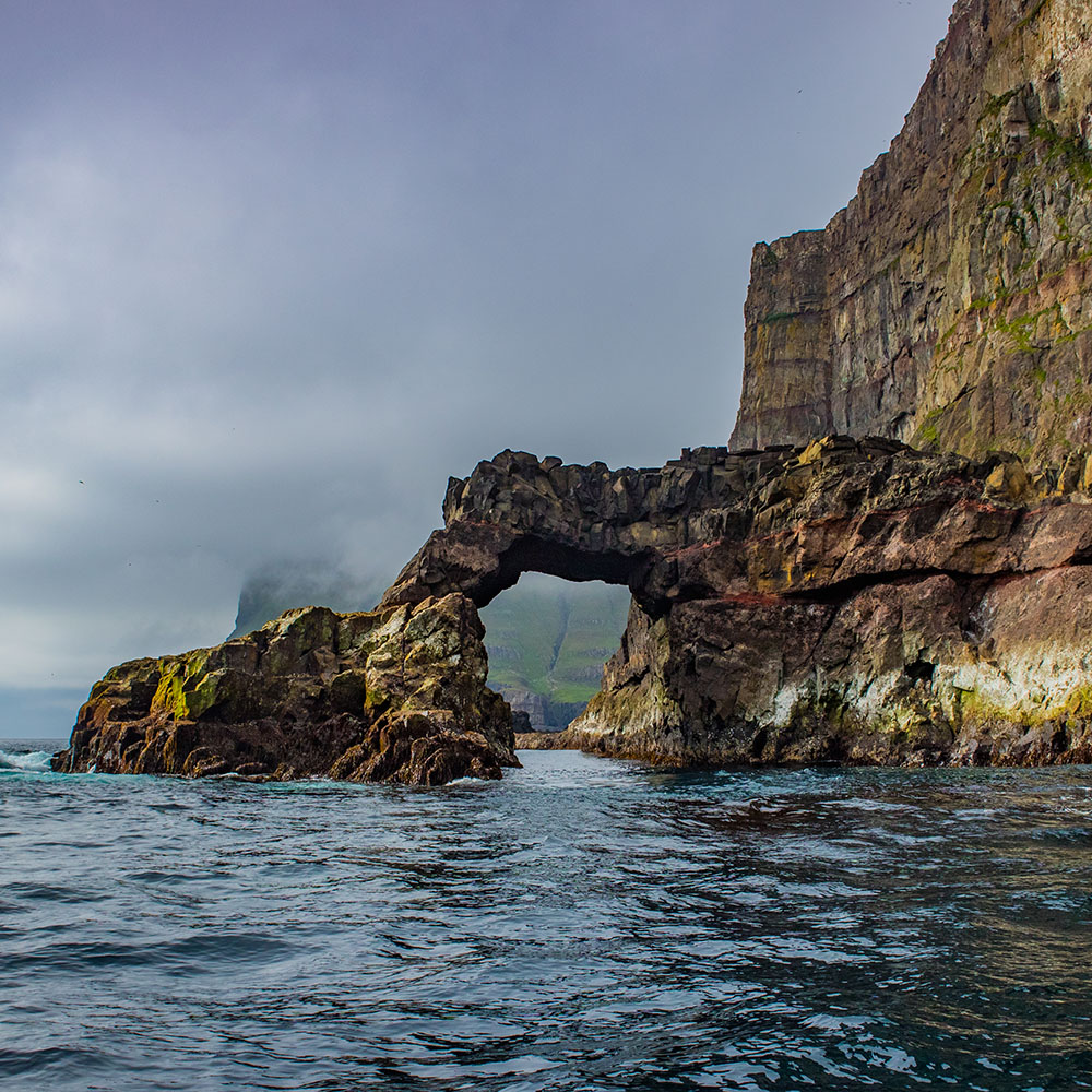spectacular cliff faroes