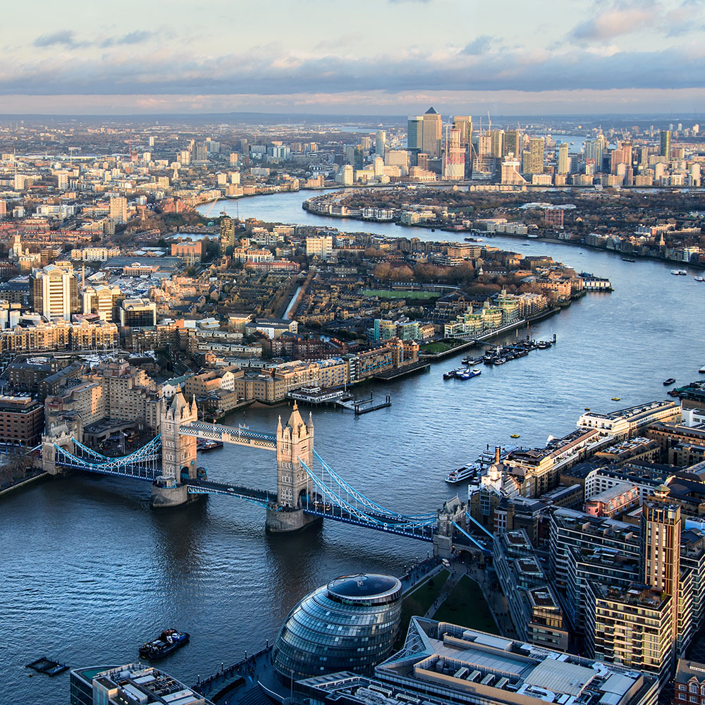 Sailing up the river thames london